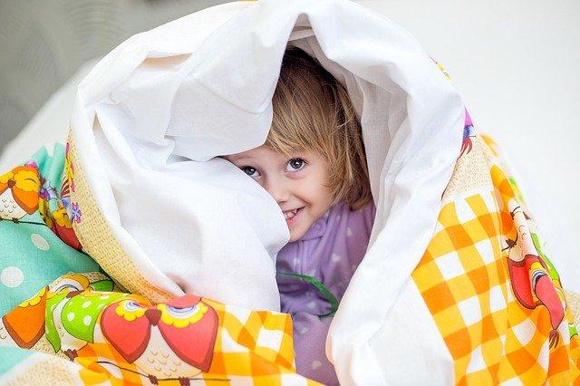 dítě v peřině