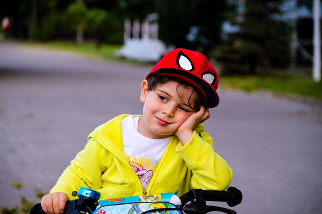 dítě na kole