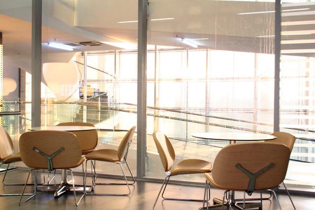 Kancelária, malé stolíky, stoličky, sklo