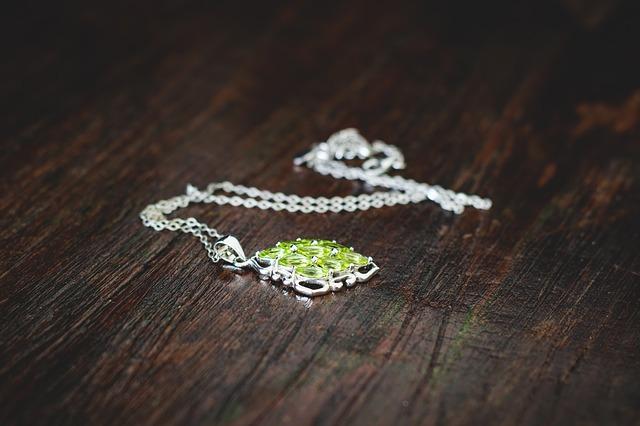 jewellery-1633124_640